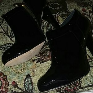 BCBG MAXAZRIA heels..like new excellent condition